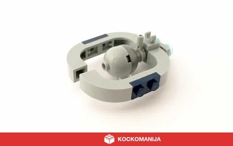 Mikro model droidne ladje z akomunikacijo Lucrehulk v obliki podkve.