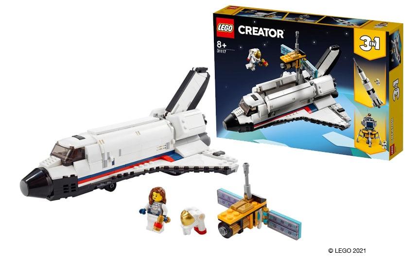 LEGO space shuttle iz lego kock poleg njega je Hubblov teleskop v ozadju je škatla CREATOR 3 v 1