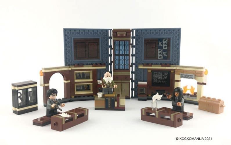 LEGO 76385 Utrinek z Bradavičarke: Uroki Odprta knjiga iz lego kock razstavljena učilnica za uroke