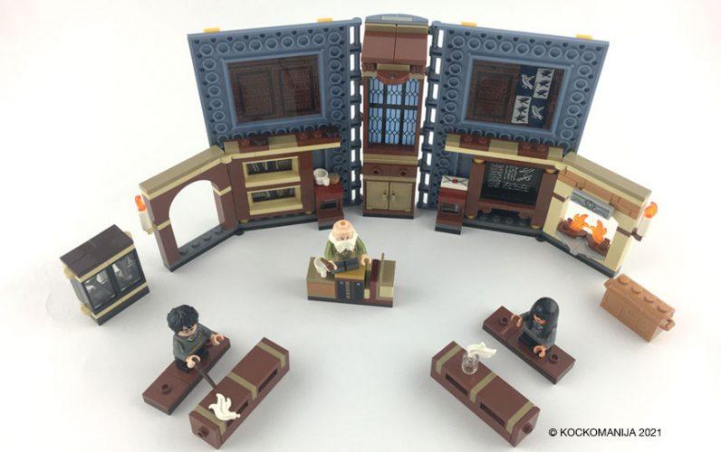 LEGO 76385 Utrinek z Bradavičarke: Uroki Odprta knjiga razstavljena učilnica za uroke s klopmi in katedrom